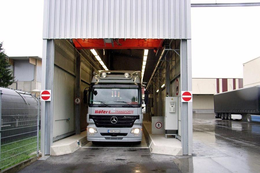 Probenahmehalle Fahrzeug in Beprobungsstellung